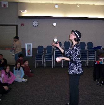 Jen Slaw Juggler :: Click to see a larger version